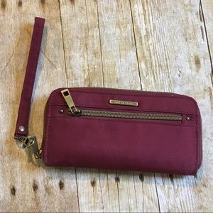 Travelon maroon RFID blocking wristlet/wallet
